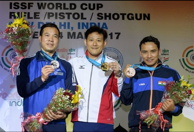 Vietnamese Olympic medalist wins World Cup shooting silver hinh anh 1