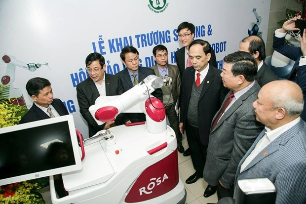 Bach Mai hospital uses robots in joint, neurological surgeries hinh anh 1