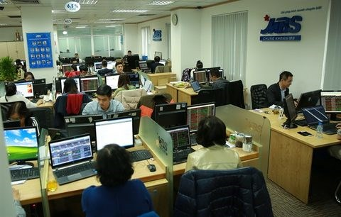 Shares edge down on rising prudence hinh anh 1