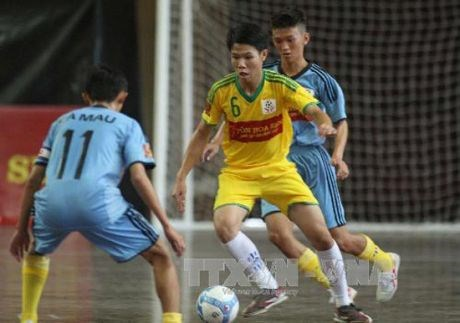 Football event held for disadvantaged children in HCM City hinh anh 1