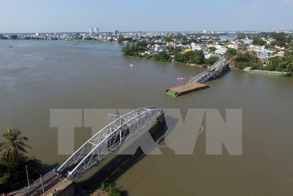 Towboat owner, driver in Ghenh Bridge collapse prosecuted hinh anh 1