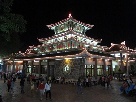 More tourists visit temple, pagoda sites in An Giang hinh anh 1