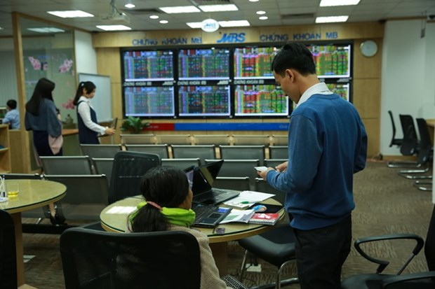 VN-Index ends nine-week gains hinh anh 1