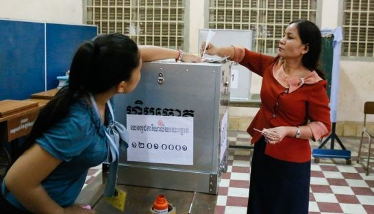 Cambodia: 12 parties register candidates for commune elections hinh anh 1