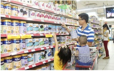 Gov't recommended to scrap ceiling price on milk products hinh anh 1
