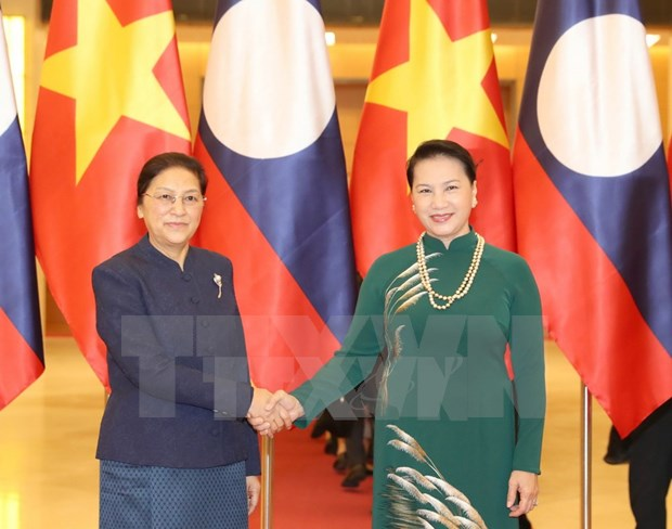 Vietnamese top legislator holds talks with Lao counterpart hinh anh 1