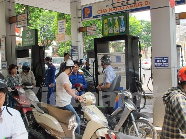 Gasoline prices slightly drop hinh anh 1