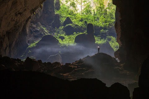 Travellers fined for sneaking into Son Doong Cave hinh anh 1