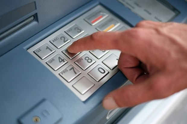 Chinese citizens jailed for stealing money using fake ATM cards hinh anh 1