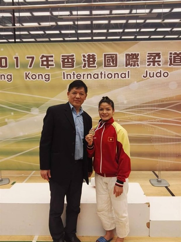 Athletes bring home three golds in Hong Kong judo tourney hinh anh 1