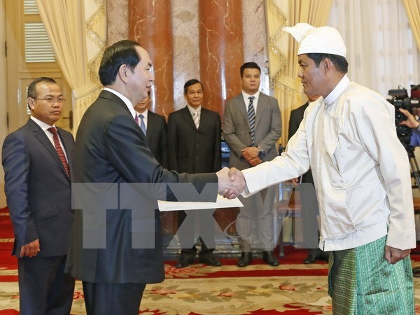 President receives newly-accredited ambassadors hinh anh 4