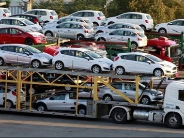 Auto sales slide 13 percent due to low post-holiday demand hinh anh 1
