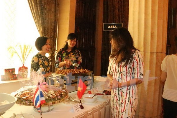 Vietnam attends culinary charity bazaar in Indonesia hinh anh 1