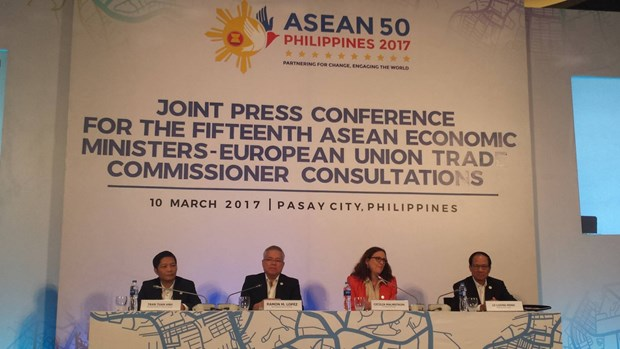 EU, ASEAN agree to resume FTA negotiations hinh anh 1