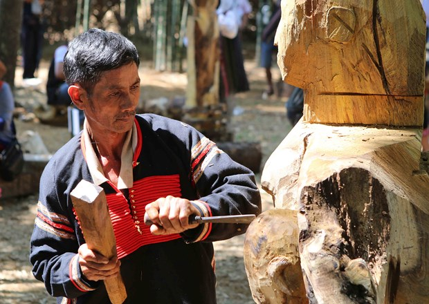 Competition features Central Highlands wooden folk sculptures hinh anh 1