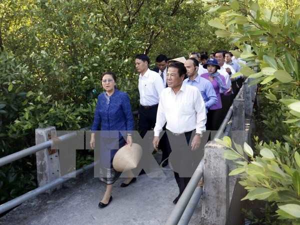 Lao parliament leader concludes official visit to Vietnam hinh anh 1