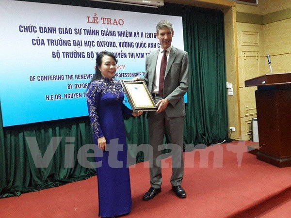 Health Minister gets Oxford's visiting professor title hinh anh 1