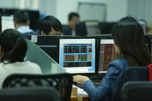 Stocks to fall further as US interest rate hike looms hinh anh 1