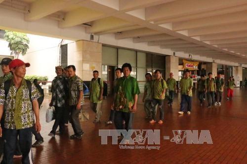 Indonesia returns 27 Vietnamese fishermen hinh anh 1