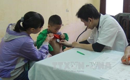 Ninh Binh: Needy children receive free heart checkups hinh anh 1
