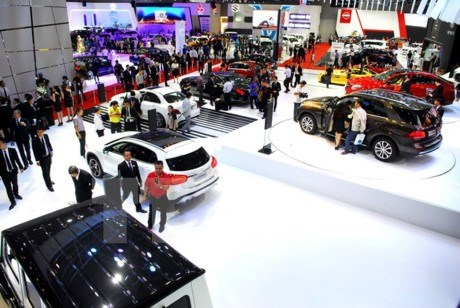 Ministry revises circular to simplify auto imports hinh anh 1