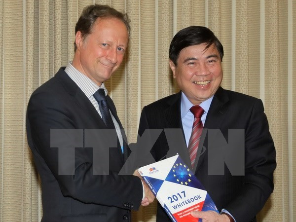 EU wants to become largest investor in Vietnam hinh anh 1