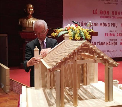 Japanese architect makes model of Vietnamese village gate hinh anh 2