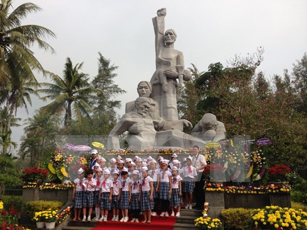 Quang Ngai commemorates Son My massacre victims hinh anh 1