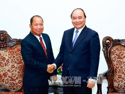 PM urges stronger VN-Laos partnership in fighting cross-border crimes hinh anh 1