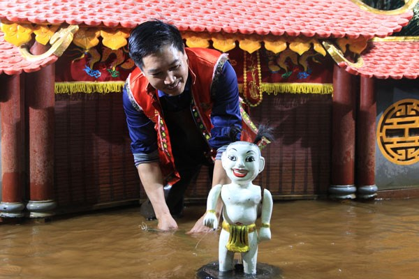 Vietnamese water puppetry grows in stature hinh anh 1