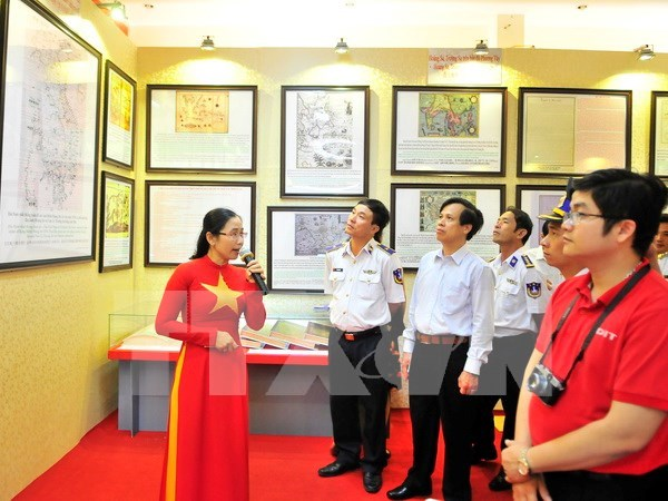 Exhibition on Vietnam's sovereignty over Hoang Sa, Truong Sa islands hinh anh 1