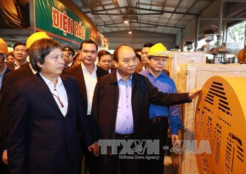 PM inspects waste-to-energy technology model in Ha Nam hinh anh 1