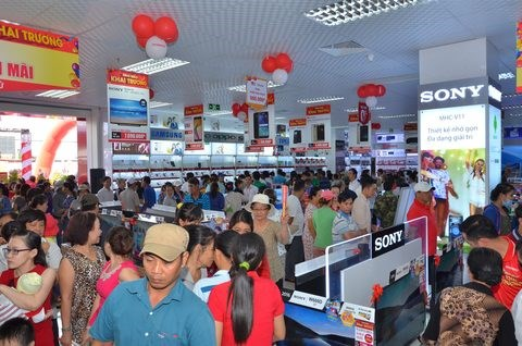 Retailer Nguyen Kim opens two new stores hinh anh 1