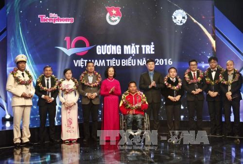 2016 outstanding youths honoured hinh anh 1