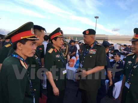 Vietnam attends international maritime, aerospace exhibition hinh anh 1