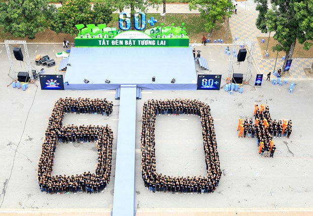 Over 2,000 Vietnamese students respond to Earth Hour hinh anh 1