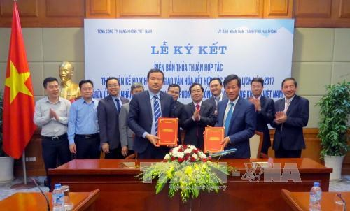 Hai Phong, Vietnam Airlines ink tourism promotion deal hinh anh 1
