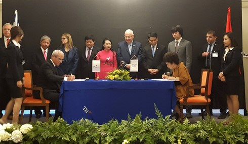 Vietnam, Israel businesses sign health care cooperation deal hinh anh 1