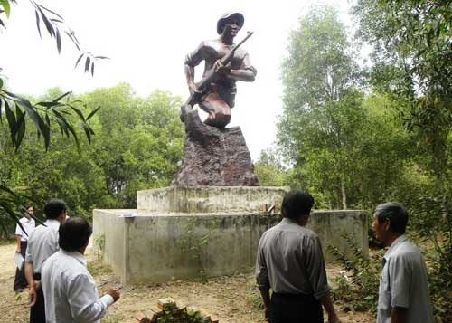 Binh Duong south-east resistance base honoured with memorial hinh anh 1