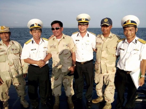 Vietnam, Cambodia conduct joint naval patrol hinh anh 1