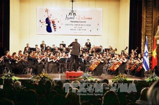 Israeli President enjoys friendship concert in Hanoi hinh anh 1