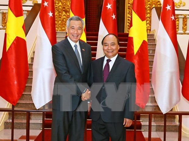 Prime Ministers of Vietnam, Singapore look to foster strategic trust hinh anh 1