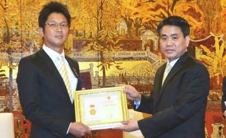 Japanese diplomat honoured for boosting Hanoi-Japan ties hinh anh 1