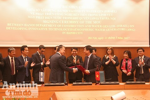 Hanoi purchases atmospheric water generators from Israel hinh anh 1