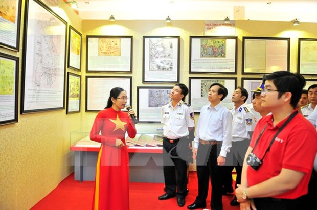 Exhibition gives Back Long Vi islanders insight into island sovereignty hinh anh 1