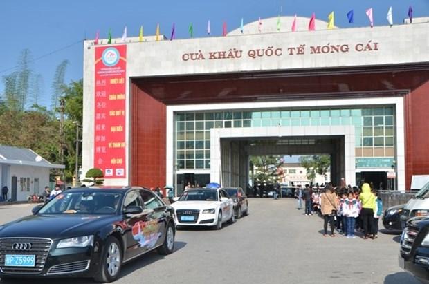 Quang Ninh: Mong Cai border gate serves Chinese tourist surge hinh anh 1