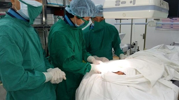 Doctors complete double-chamber pacemaker surgery hinh anh 1