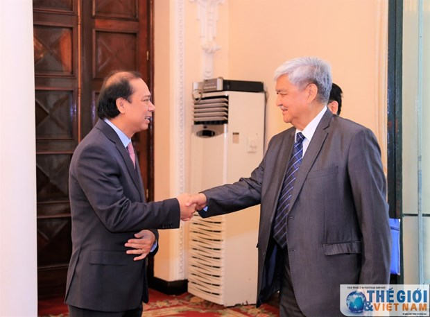 Deputy FM greets Philippine, Chinese guests hinh anh 1