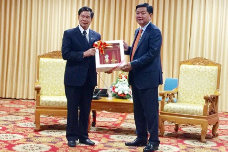 HCM City, Lao capital step up cooperation hinh anh 1