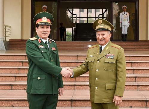 Vietnam, Cuba foster defence relations hinh anh 1